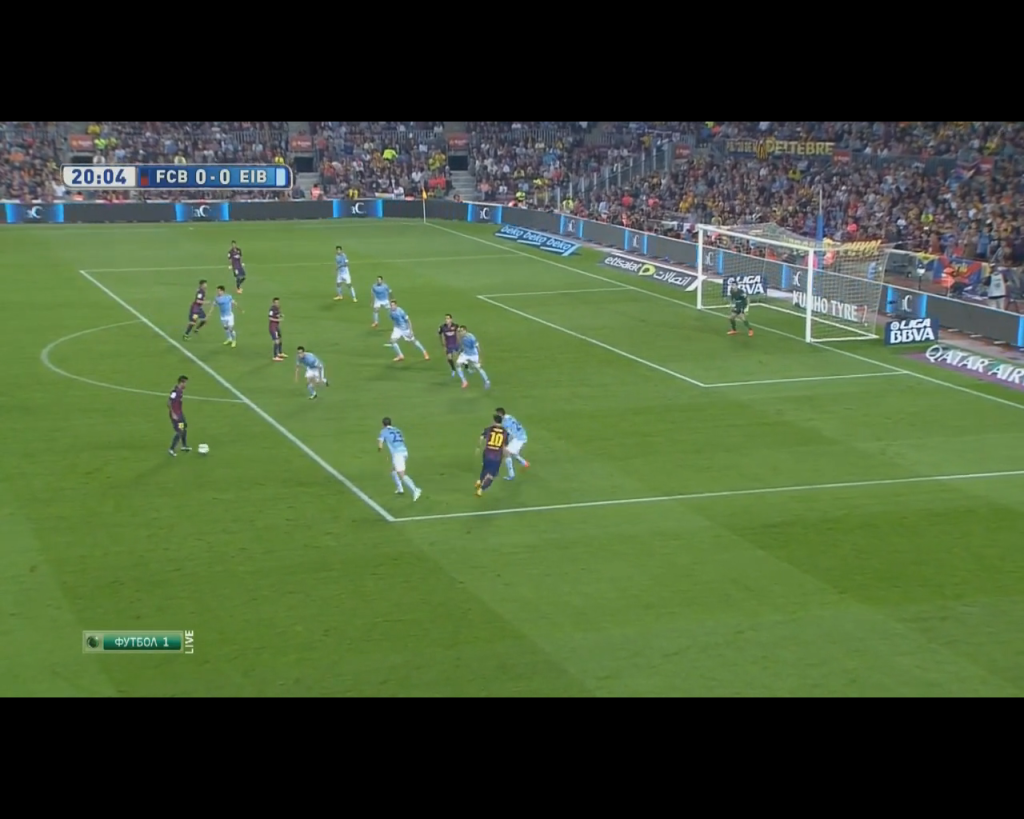 Alves and Messi combining in a 2 vs. 2 on Eibar's weakside before Messi's shot on goal.