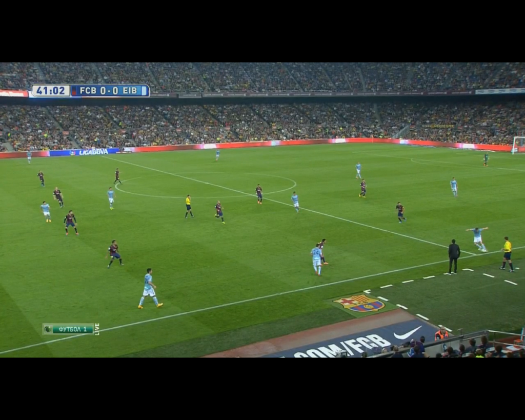 Barcelona's high line with no pressure being exposed moments before Eibar miss a 1 vs. 1 against Bravo.