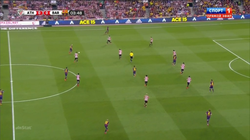 Rico looks to support Benat in the center as the ball is being switched this time around against Neymar - but he has two opponents?