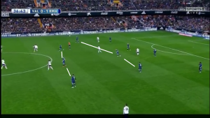 Modric and Bale looked to press the open space next to the front 2 and formed a 4-3-3
