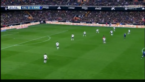 Valencia forced into a temporary back 6 when Madrid's fullbacks push up
